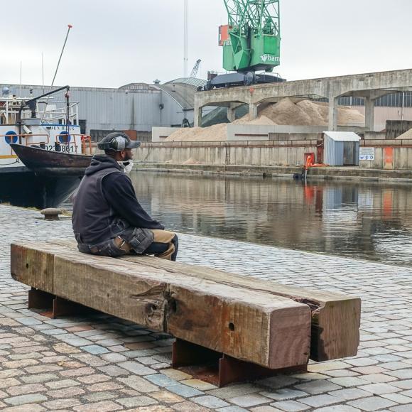 Straatmeubilair - Buitenbank Drifter Bench, Den Haag (NL)